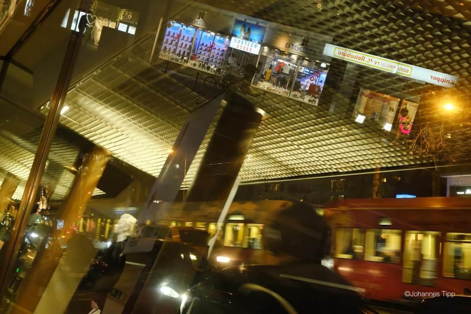 JT-Germany-Cologne-reflexion-shop-window-2019-5877-DS.JPG
