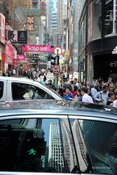 JT-China-Hong-Kong-Island-D-Aguilar-Street-Pedestrian-Crossing-Cars-2017-7852-DS.jpg