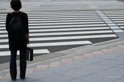 JT-Japan-Tokyo-Woman-Crossing-2019-8868-DS.jpg