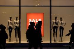 JT-Poland-Warsaw-Fashion-Boutique-Shop-Window-People-2018-1752-DS.jpg