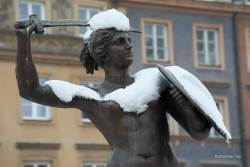 JT-Poland-Warsaw-Mermaid-Statue-Old-Town-Square-Snow-2013-1123-DS.jpg
